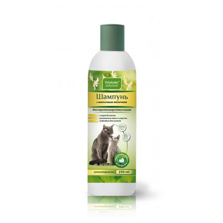 Шампунь Пчелодар Professional с маточным молочком для короткошерстных кошек 250 мл